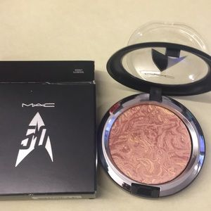 MAC Cosmetics Fantastic Powder Highly Illogical